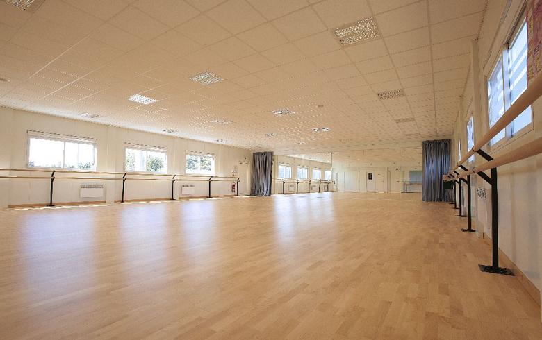 salle de danse pour les marais salants saint gilles 85 cougnaud construction. Black Bedroom Furniture Sets. Home Design Ideas