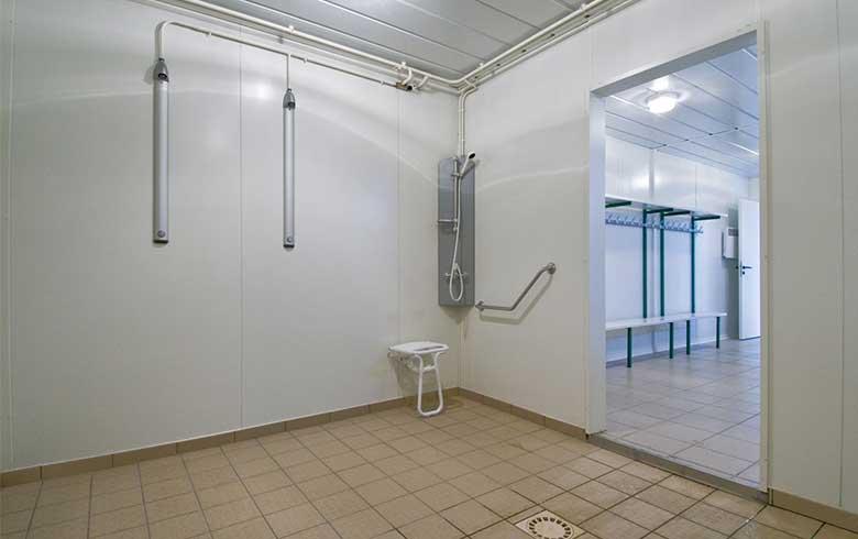 Vestiaires sportifs pour le club de foot de auterive 31 cougnaud construction - Sportifs dans les douches ...