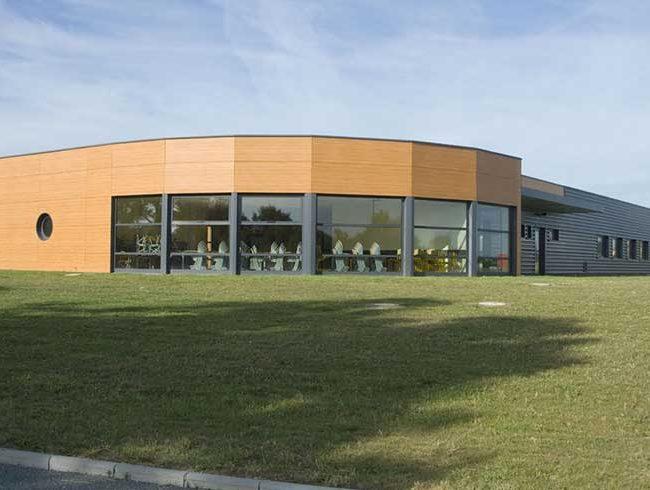 Restaurant scolaire et cuisine au poir sur vie 85 for Piscine poire sur vie